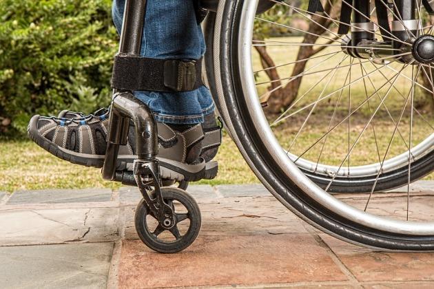 wheelchair-and-feet-pixabay