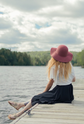 maxime-lelievre-unsplash-woman-chilling-by-lake