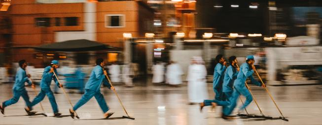 line of speedy cleaners adli-wahid-unsplash